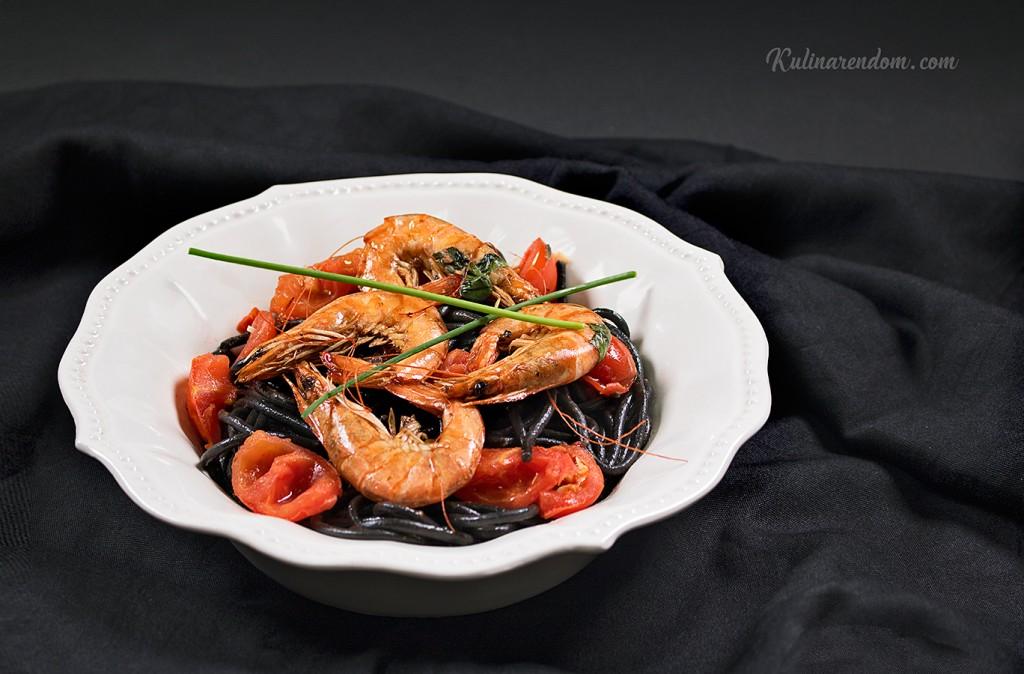 Kulinarendom_Spaghetti-al-Nero-di-Sepia_1